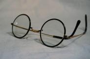 glasses-1097864_1920